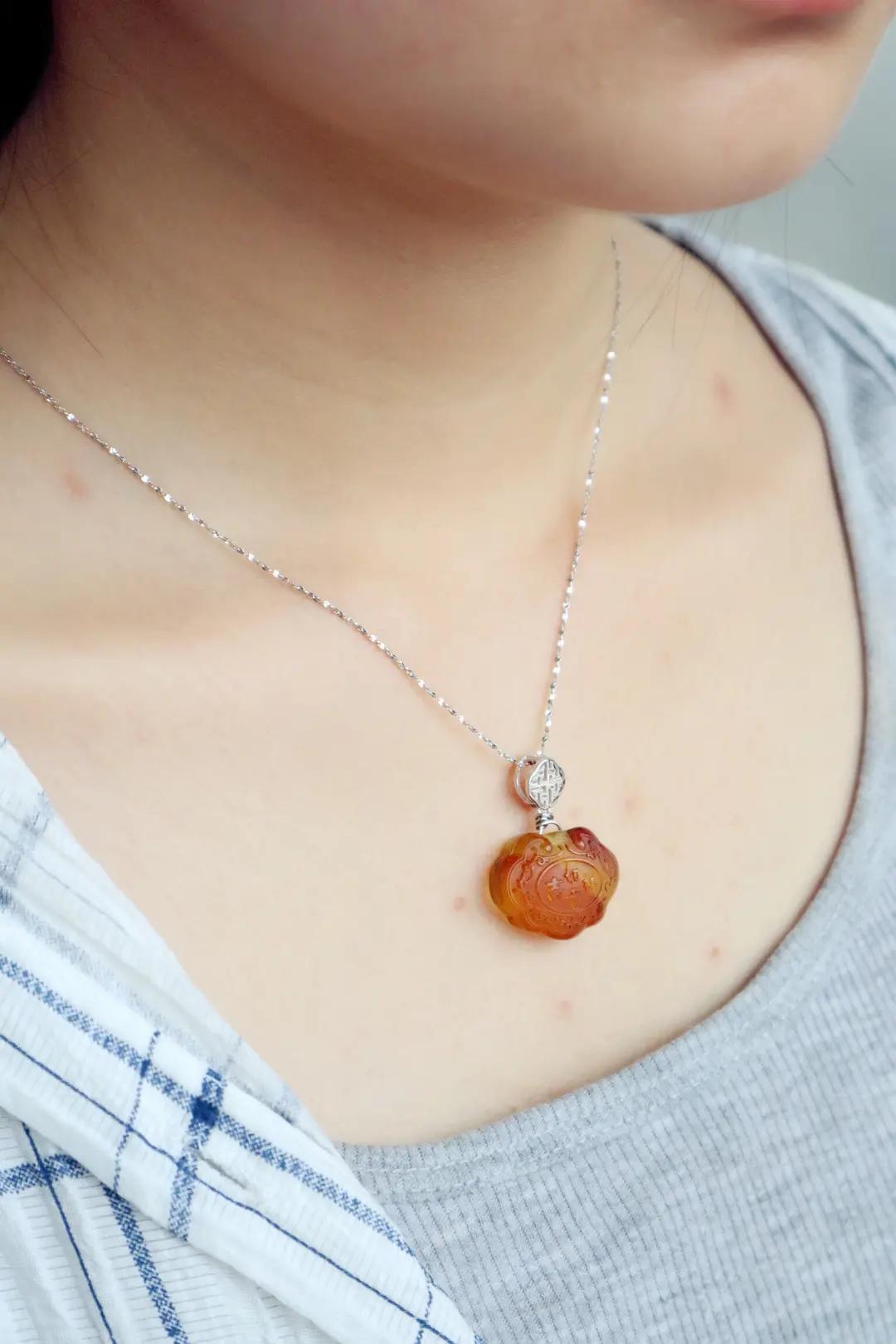 女人长期佩戴琥珀原石有什么功效和作用,必知!-第7张图片