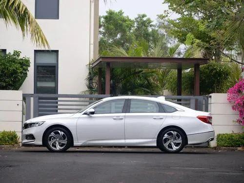 国产14年,凯美瑞销量终破200万,其实这两款B级车比它还要牛