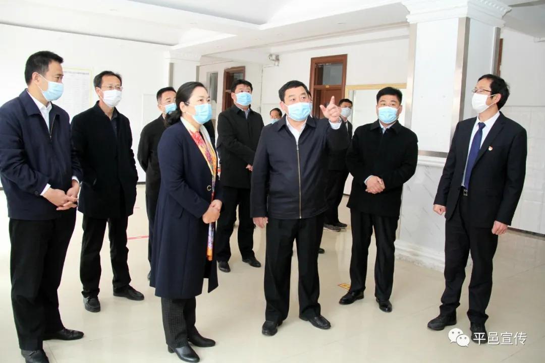 县委书记包华调研全县开学返校准备工作