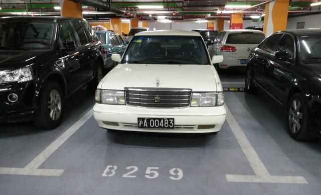 上海遇到93白冠JZS133,59万公里没大修,黑上海A牌照