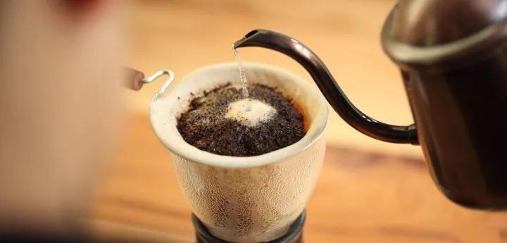 """机器人做的咖啡,还能叫""""手冲""""吗?"""