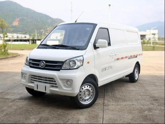 原装新齐藤M70 EV在补贴前上市280公里,起价75800元
