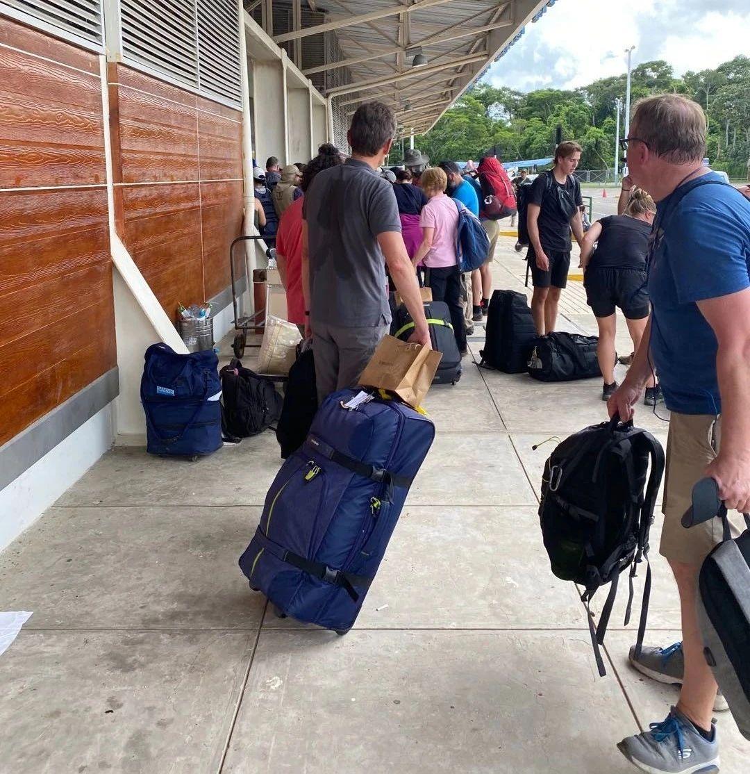 """秘鲁突然""""封国""""且期限一延再延,被困中国旅客归程难期"""