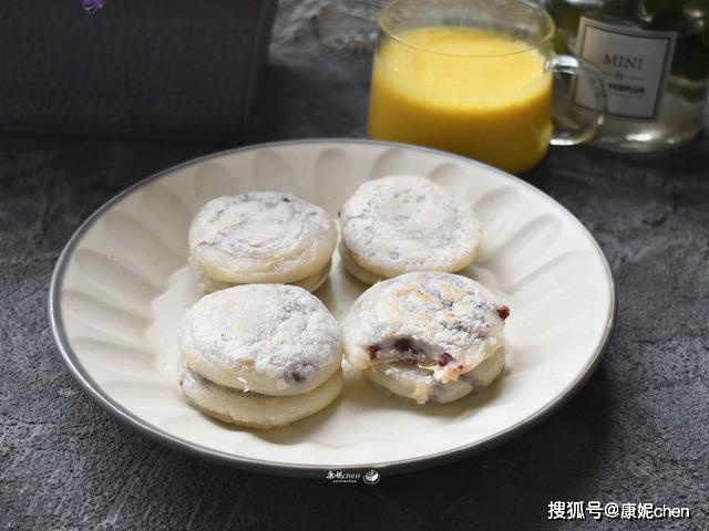 #油条#软糯不油腻,比馒头油条简单又营养,这早餐饼用水焖3分钟出锅