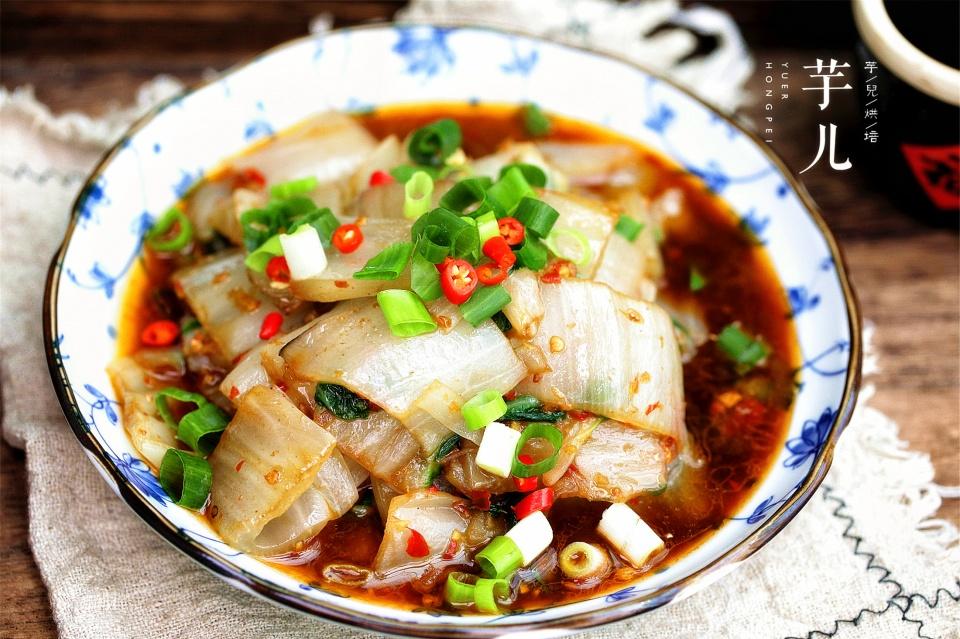 """农村人喂猪的主食蔬菜""""牛皮菜""""简单烹制成了四川人的美味下饭菜"""