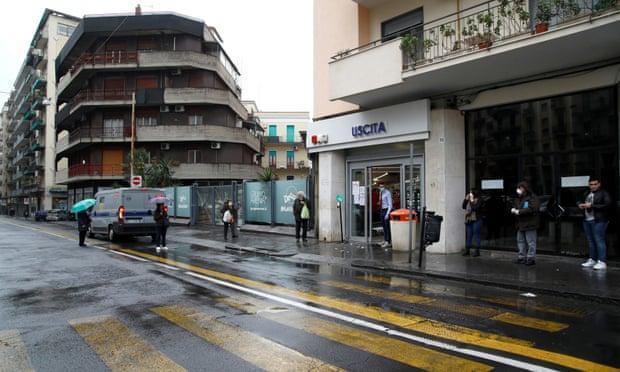意大利黑手党为民众送食物上门,官方警告趁疫情黑帮在招兵买马
