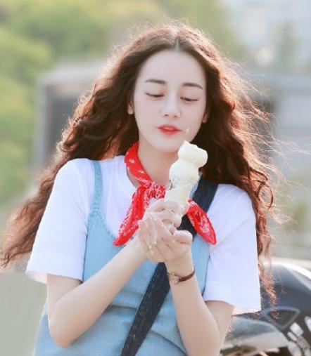 「郑爽」鞠婧祎郑爽不算啥,看到她:美成洋娃娃!,挑战丑到极致的泡面头