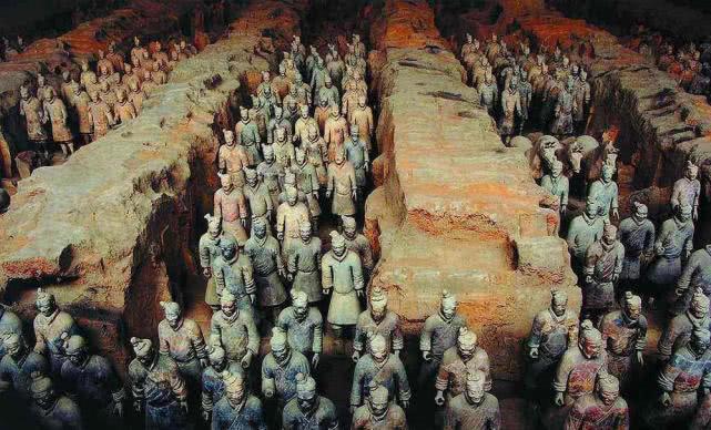 秦始皇陵声名远扬,兵马俑士兵众多,为何几乎没有一个戴头盔的?