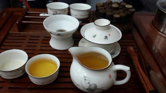 喝茶容易导致骨质疏松,喝骨头汤能增强骨骼?营养师:都错了