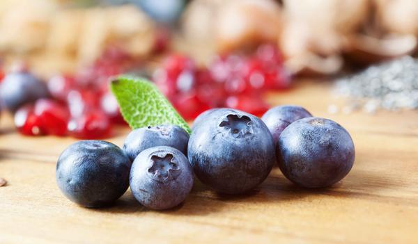 女性50岁之后,这4种水果不妨多吃,排出毒素,净化血液,滋养子宫