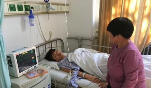 原创马蓉与妈妈做脑部CT,受伤细节图流出,伤痕满面,后背一大片淤青