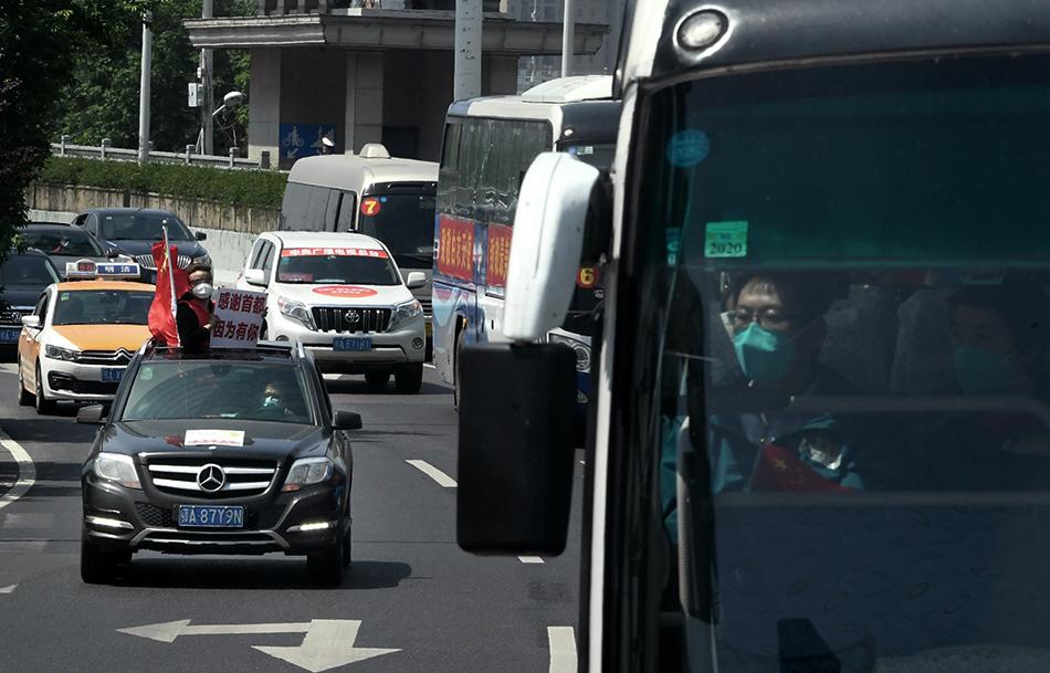 全民战疫·胜千言|最后一支医疗队撤离,武汉市民自驾护送