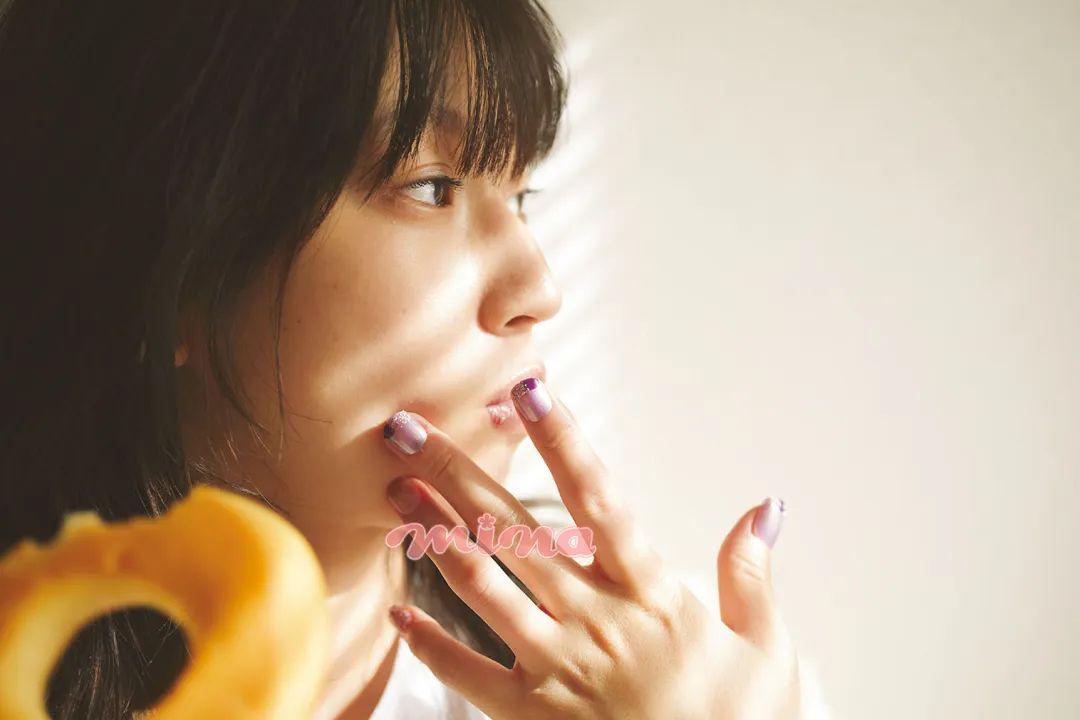 每刻美丨美甲不求人!推荐9款简洁大方的美甲DIY方法