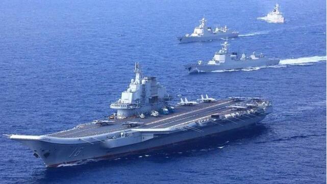 辽宁舰亲自率队,带领5艘军舰穿越海峡,台军168舰队一路狼狈跟踪