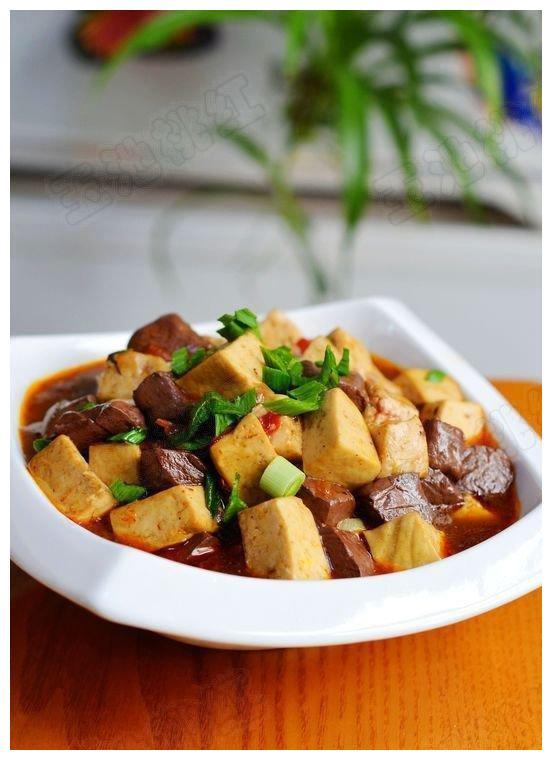 双椒炒肉丝,味道真是绝了,堪称米饭杀手!简单还美味