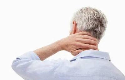 一位男士的颈椎病症状