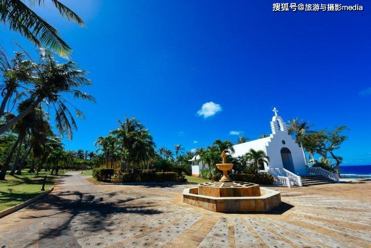 能近处观赏军舰的海岛,海水因多彩珊瑚变色,是天然的二战博物馆