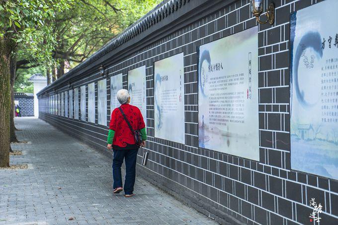 安徽桐城有一条小巷,百米长,两米宽,现在成为了网红景点
