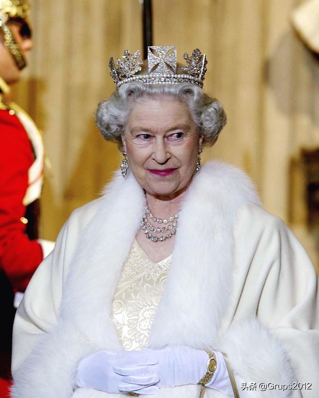 英国王室 伊丽莎白女王二世最迷人的珠宝和配饰