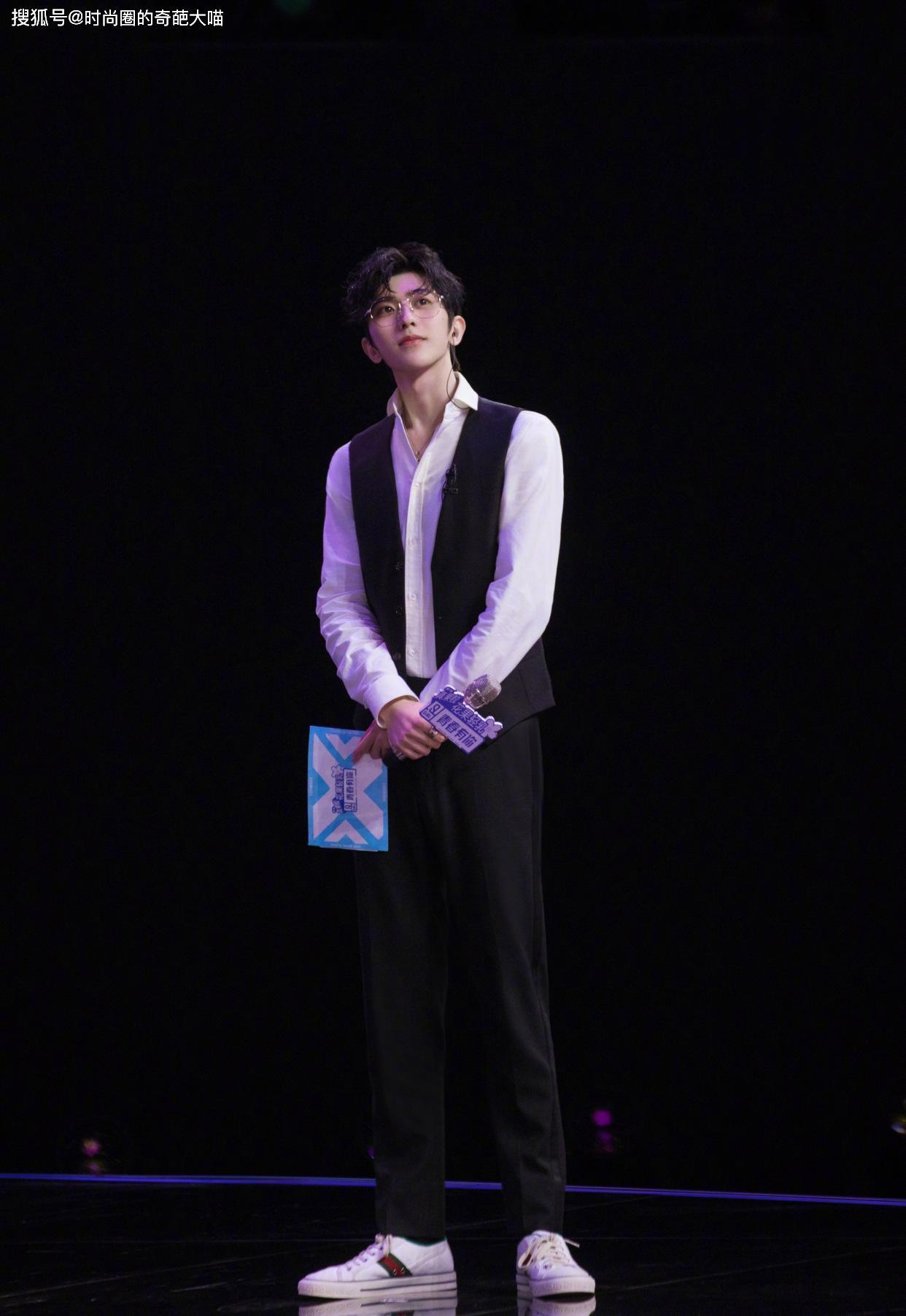 蔡徐坤百變風格展現獨特魅力,紳士酷颯隨心變,沒有他駕馭不了的