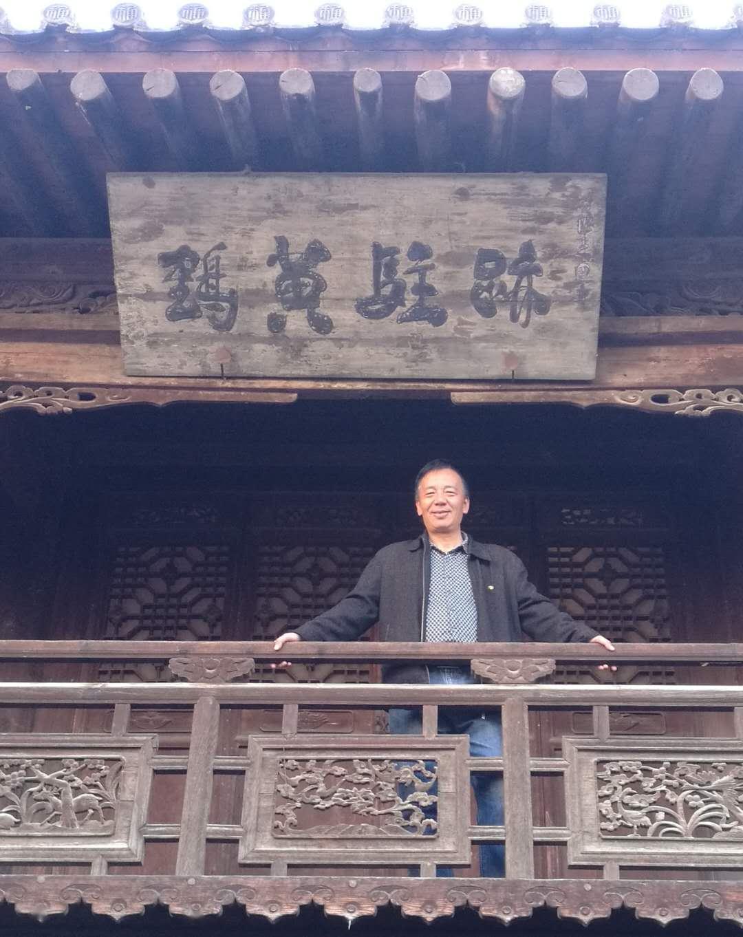 陈惠芳诗集《九章先生》出版
