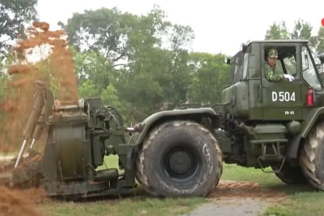 """越军吹嘘进口高速挖壕机为""""神器"""", 专家: 与我军相比就是个玩具"""