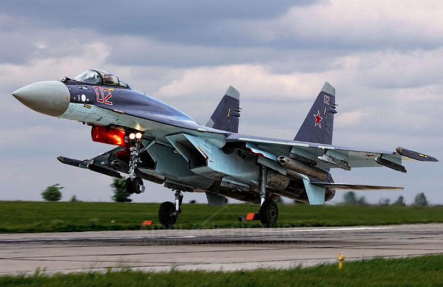 美军战机侦察俄罗斯叙利亚军事基地,遭苏-35战机锁定
