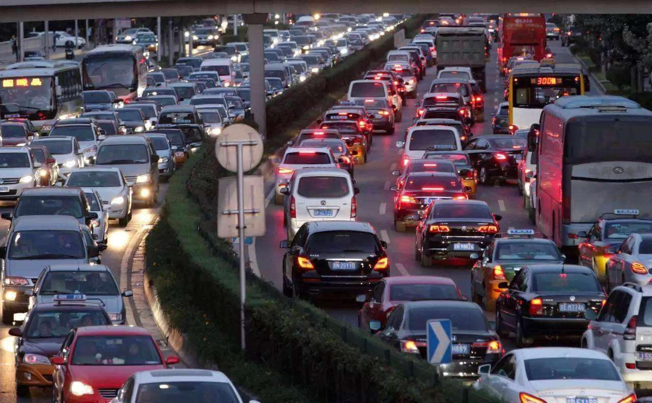 新手晚上开高速记住这6条准则,轻松开夜车,安全驾驶有保障