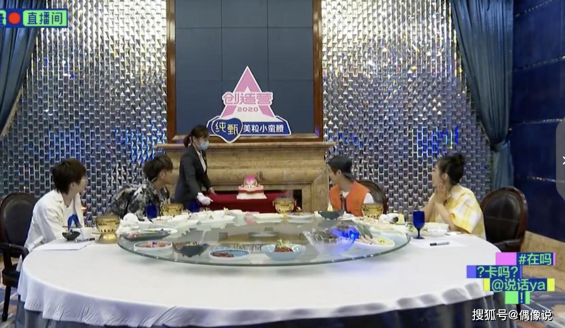 黄子韬宋茜毛不易陪鹿晗过30岁生日,祝福语真诚,蛋糕也很有创意