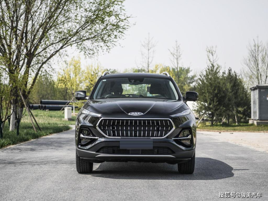 国产又一款爆款SUV,空间胜过瑞虎8,油耗8.6,若10万必火