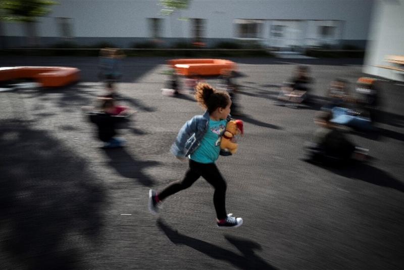法国染疫男童接触172名同学,无一人感染!专家这样解释