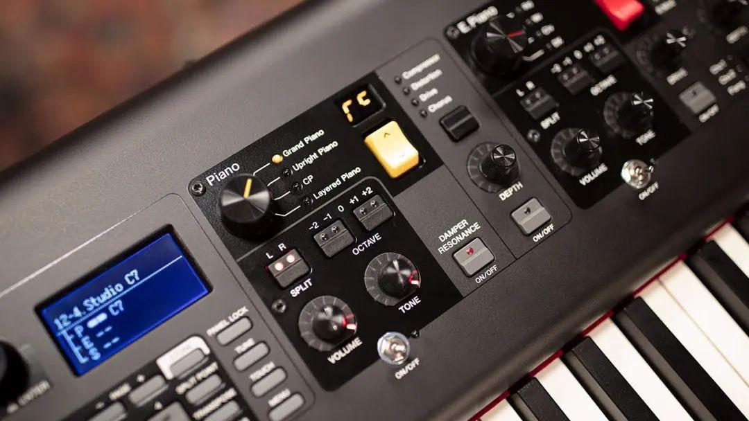 关于同一品牌不同型号的音色差异,最常被问到的是雅马哈Cp88和Modx 8钢琴