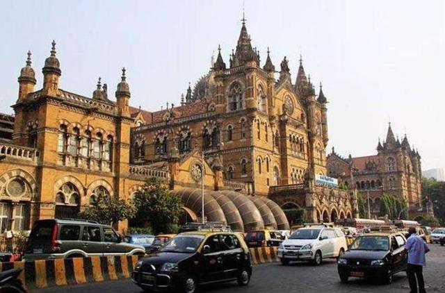 印度最美的一座火車站,保持著百多年前原貌,看起來像是古代宮殿