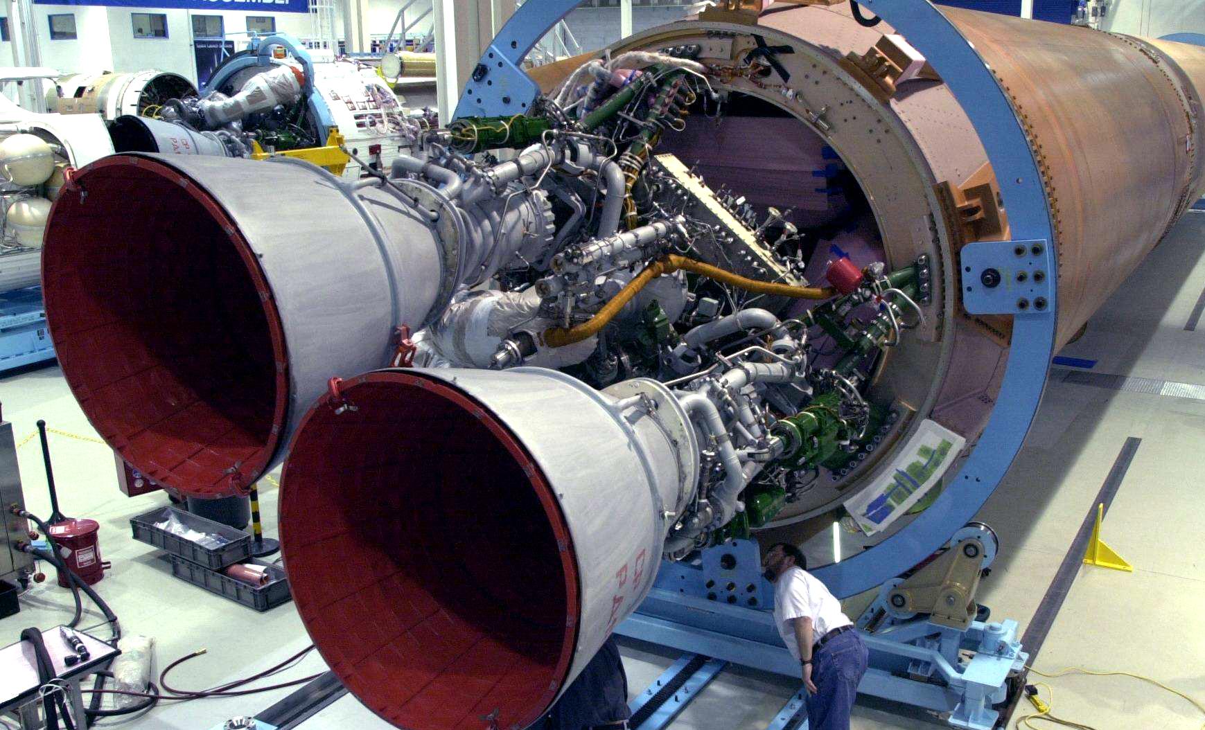图为火箭发动机