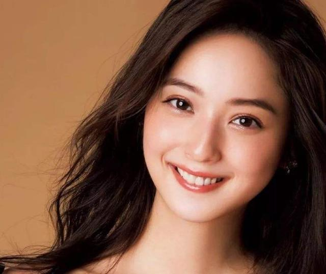 住在日本富人区的女孩,穿着光鲜亮丽堪比明星,为啥却嫁不出去?