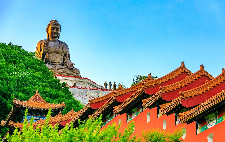 """原创            它号称""""长白山下第一寺"""",建有东北第一露天大佛,堪称世界最高"""