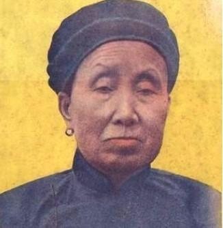 """真实存在的双枪老太婆,被称""""游击队之母"""",建国后却被枪决!"""
