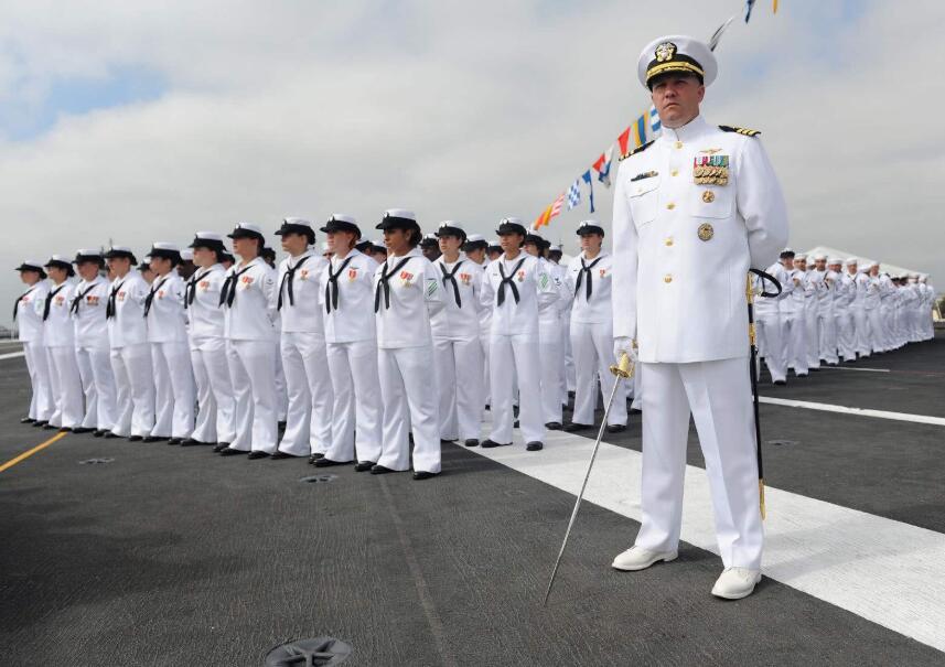 美国或自食其果,亲密盟友变头号对手,7艘战舰随时改装成航母
