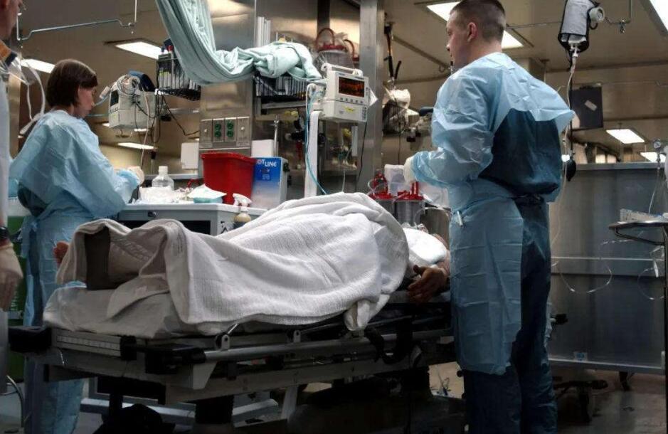 美军医院船形同虚设,狼狈撤离纽约,俄:在全世界面前闹笑话