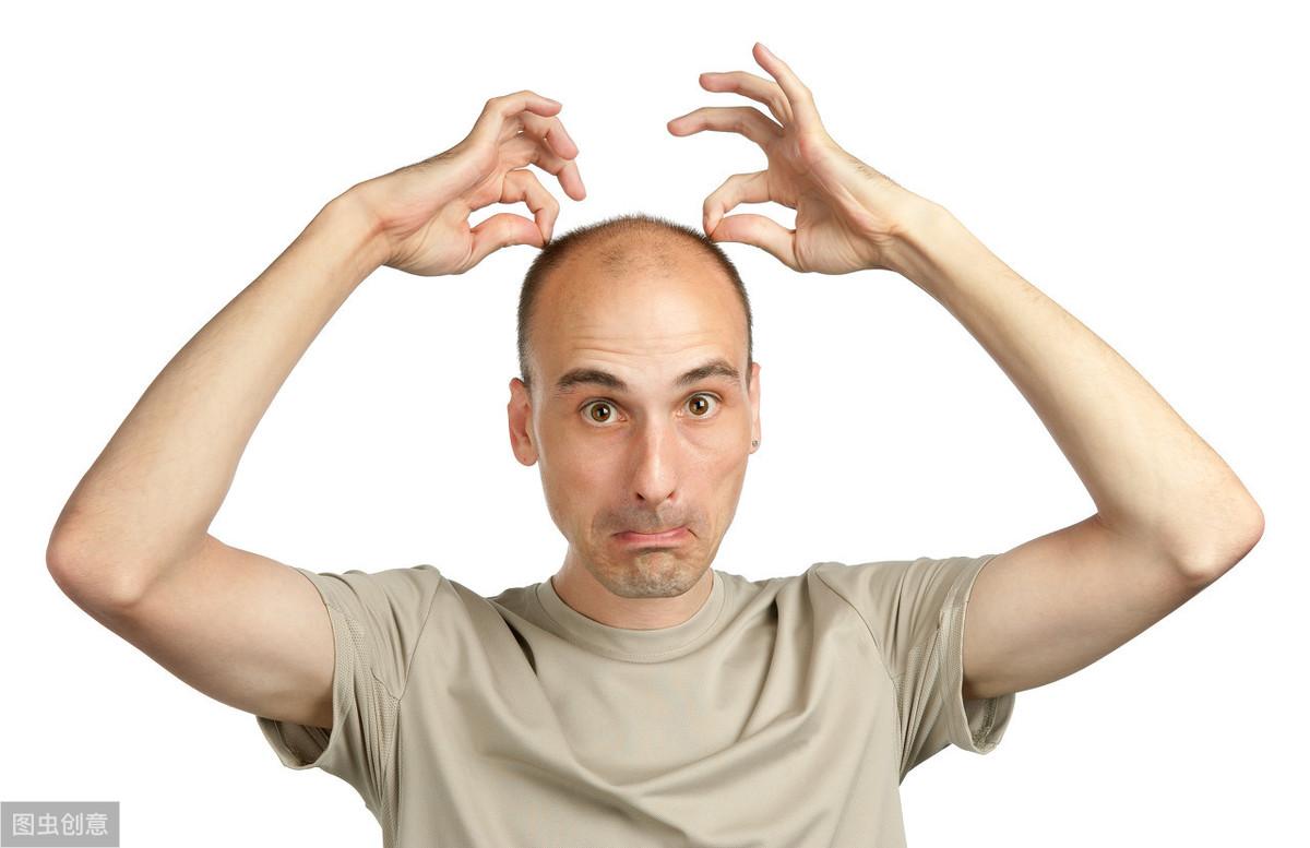 人到中年,男人都会介意自己秃顶吗?3个男人说出心底话,很扎心