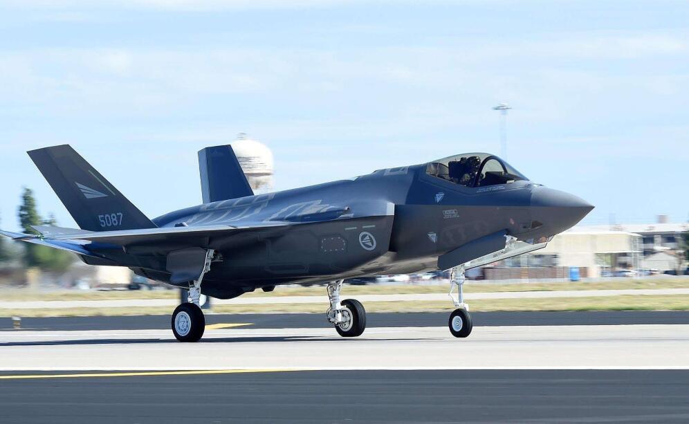 疫情严重得难以想象,数百架五代机被迫停产,动摇美军空中霸权