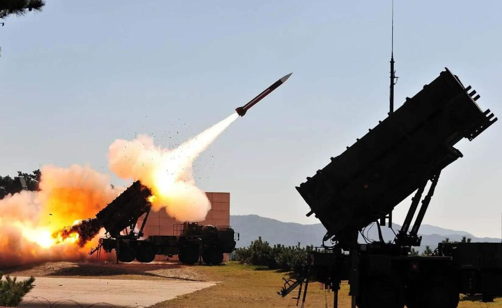 伊朗展现真正实力,无人机飞临美基地,美军防线不起作用