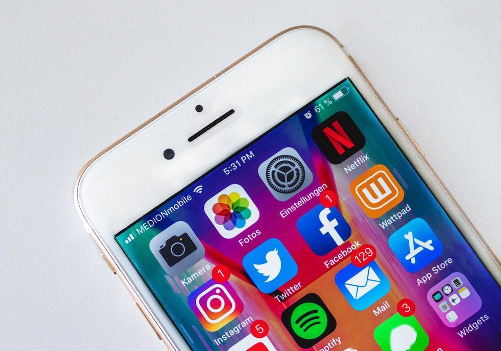 """苹果回应 """"iPhone 自带邮件应用漏洞"""":对用户没有直接风险"""