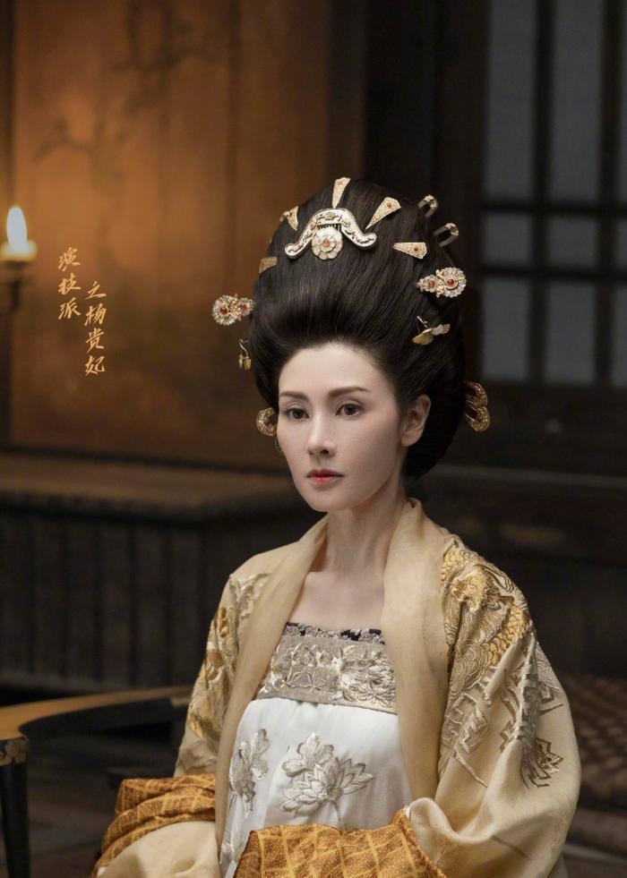 「杨贵妃」还是安心做豪门媳妇吧,49岁李嘉欣复工演杨贵妃遭吐槽