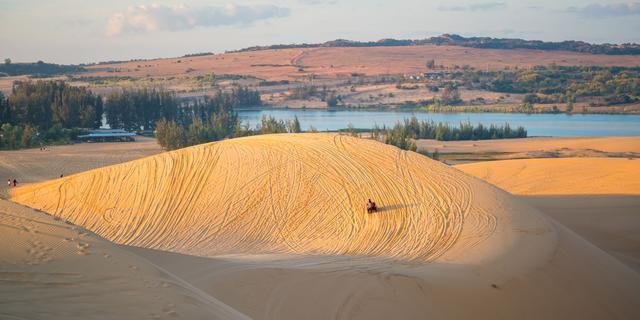 原创            别再扎堆芽庄了,越南这个地方也能看海,还有沙漠景观