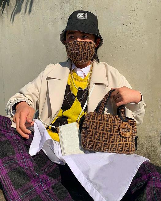 原创日本网友改良防疫包红遍时尚圈,鞋子、废弃包巧手改造,脑洞大开