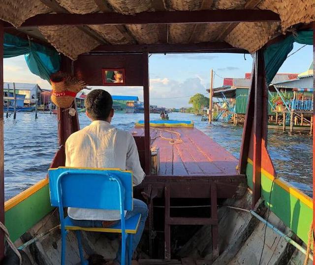 """柬埔寨的""""水上村庄"""",居民世世代代住在湖上,因此得了一种怪病"""