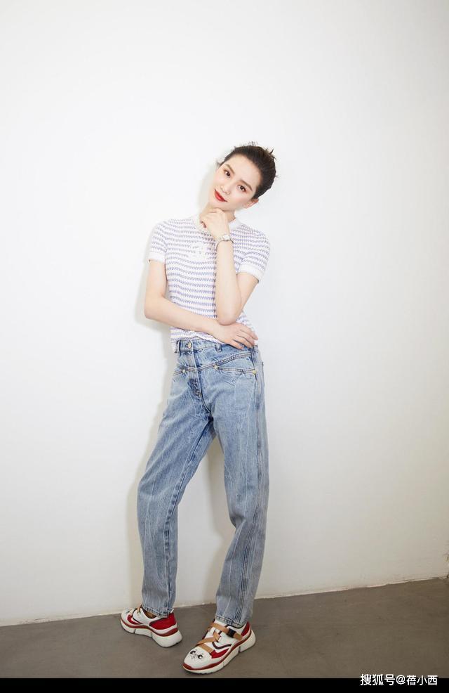 原创不甘平凡的女人都很注重穿搭,看刘诗诗就知道,衬衫配阔腿裤太美