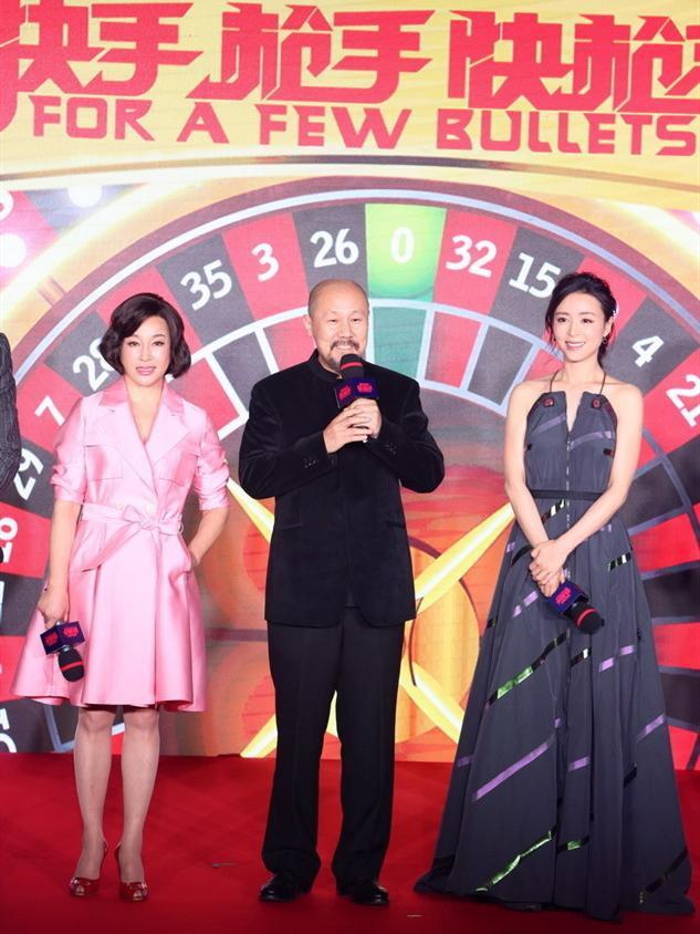 原创刘晓庆不受年龄束缚,穿嫩粉长裙真减龄,比小25岁张静初还敢穿