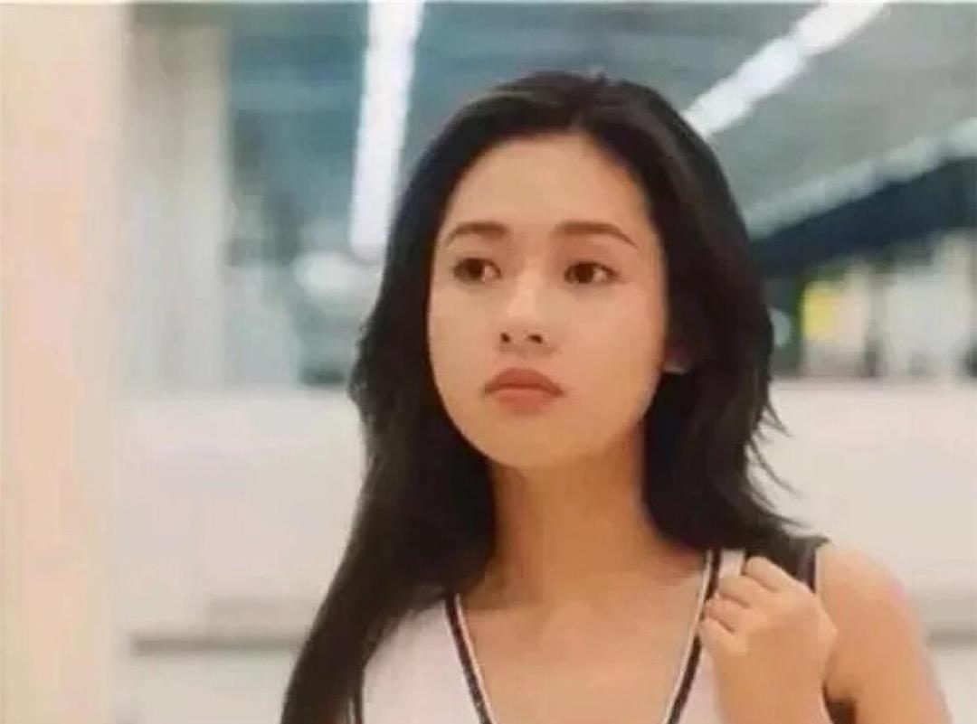 徐锦江抱着李丽珍电影